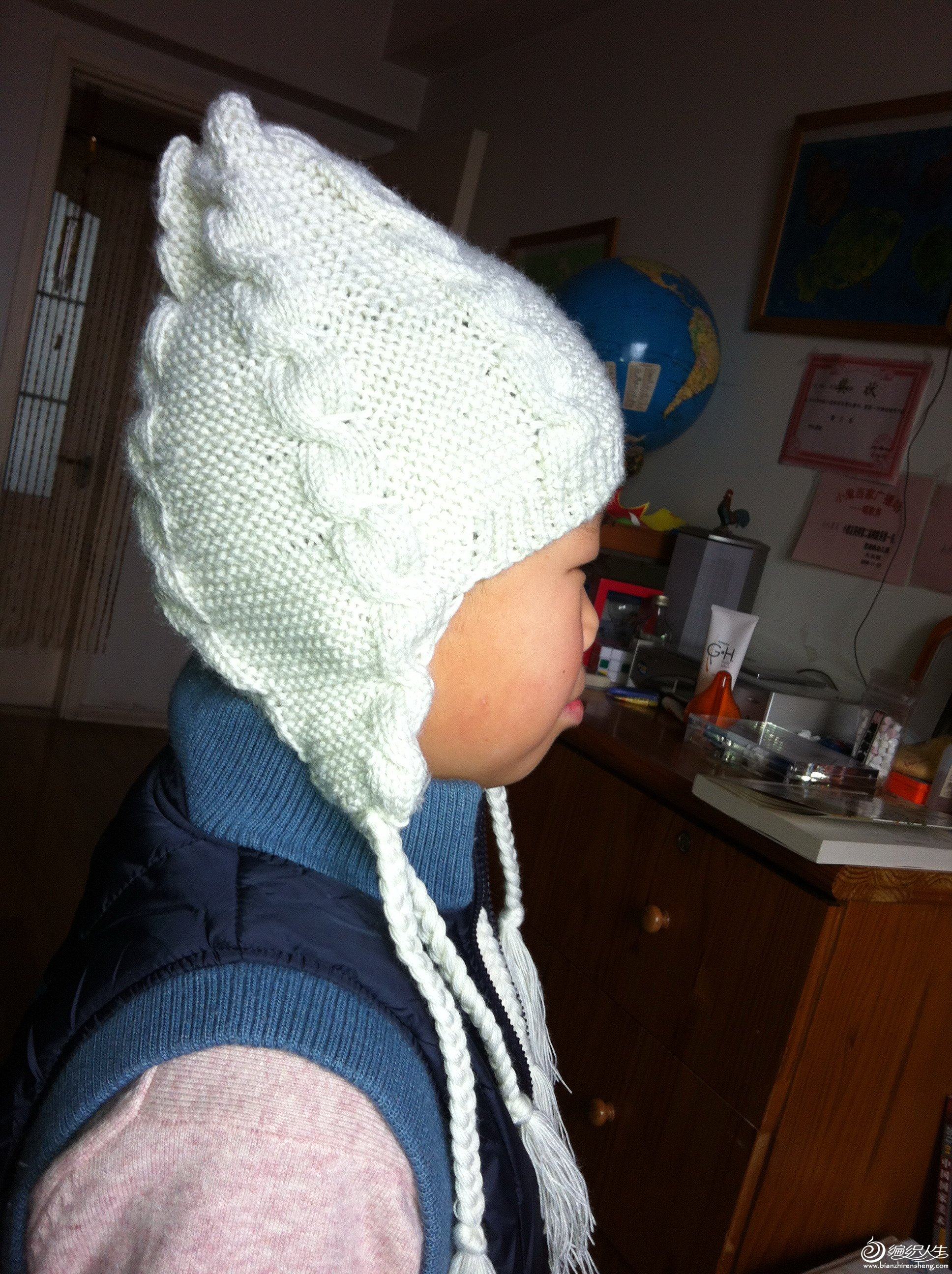 白色绒线护耳帽