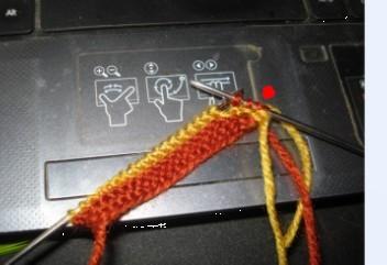 起头20针,每行的第1针都要织,每行正面的第2针都要空加1 针.