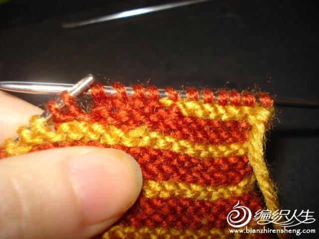 每次正面织过去一次加3针,为了洞小点,第1次织过去4针,后面每次织过去3针,