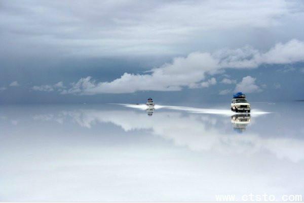 玻利维亚的乌尤尼盐沼.一个犹如梦境的地方我就不说这种地方吊丝只有梦里才能见到!