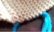最后,收帽顶。如下图方式收,另用不容易断的线从结子中穿入