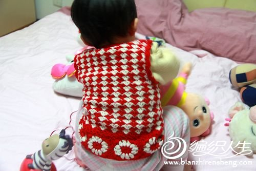 漂亮的红白配色开襟背心3.JPG
