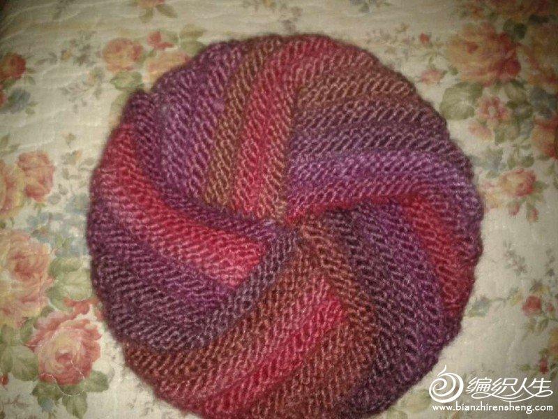 缎染的紫色的帽子