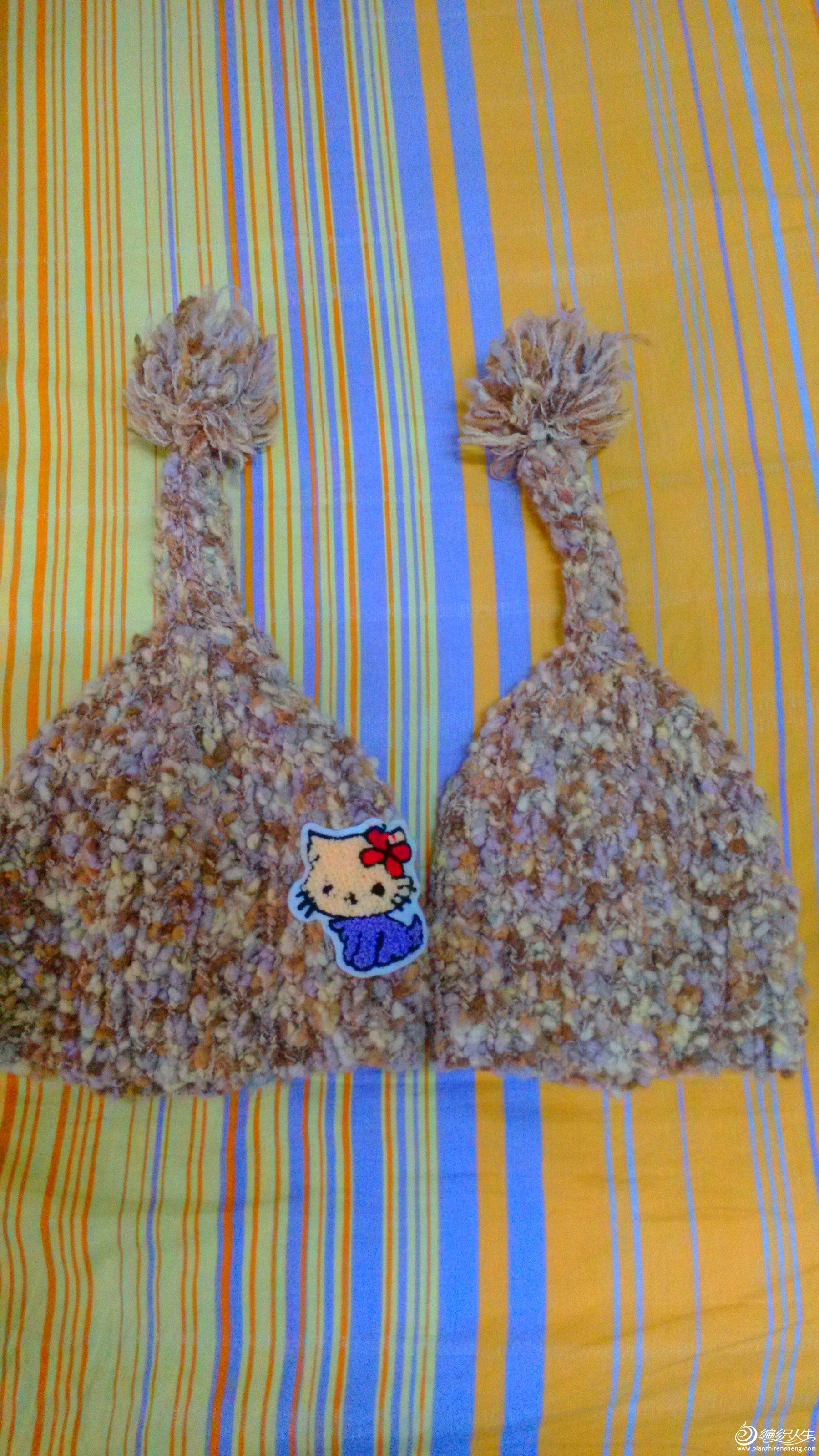 据说这样的帽子收到了很多人的夸奖,为此织了双胞胎,给S了一顶