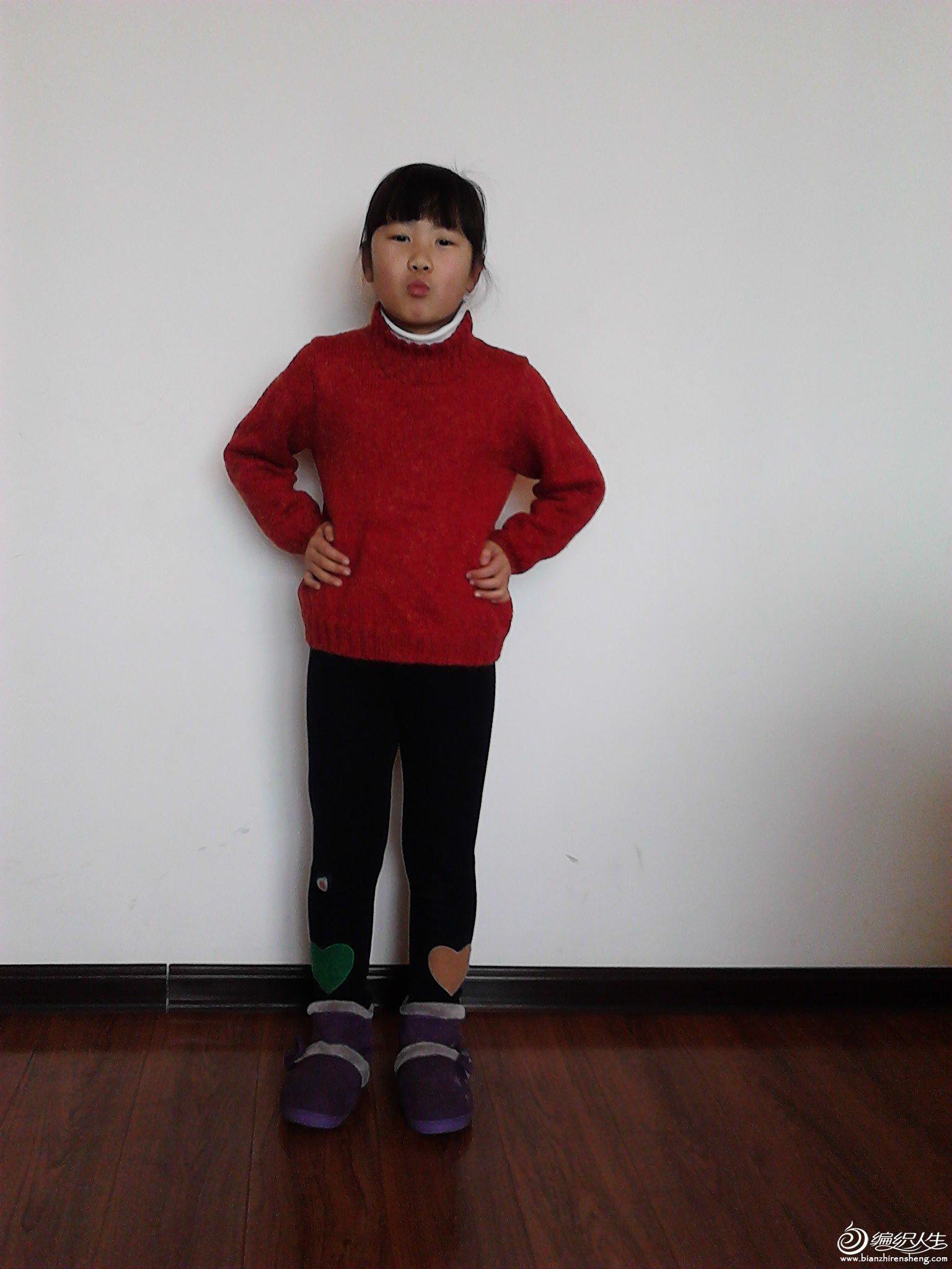 以前织的大红毛衣。穿上很显得皮肤白.jpg
