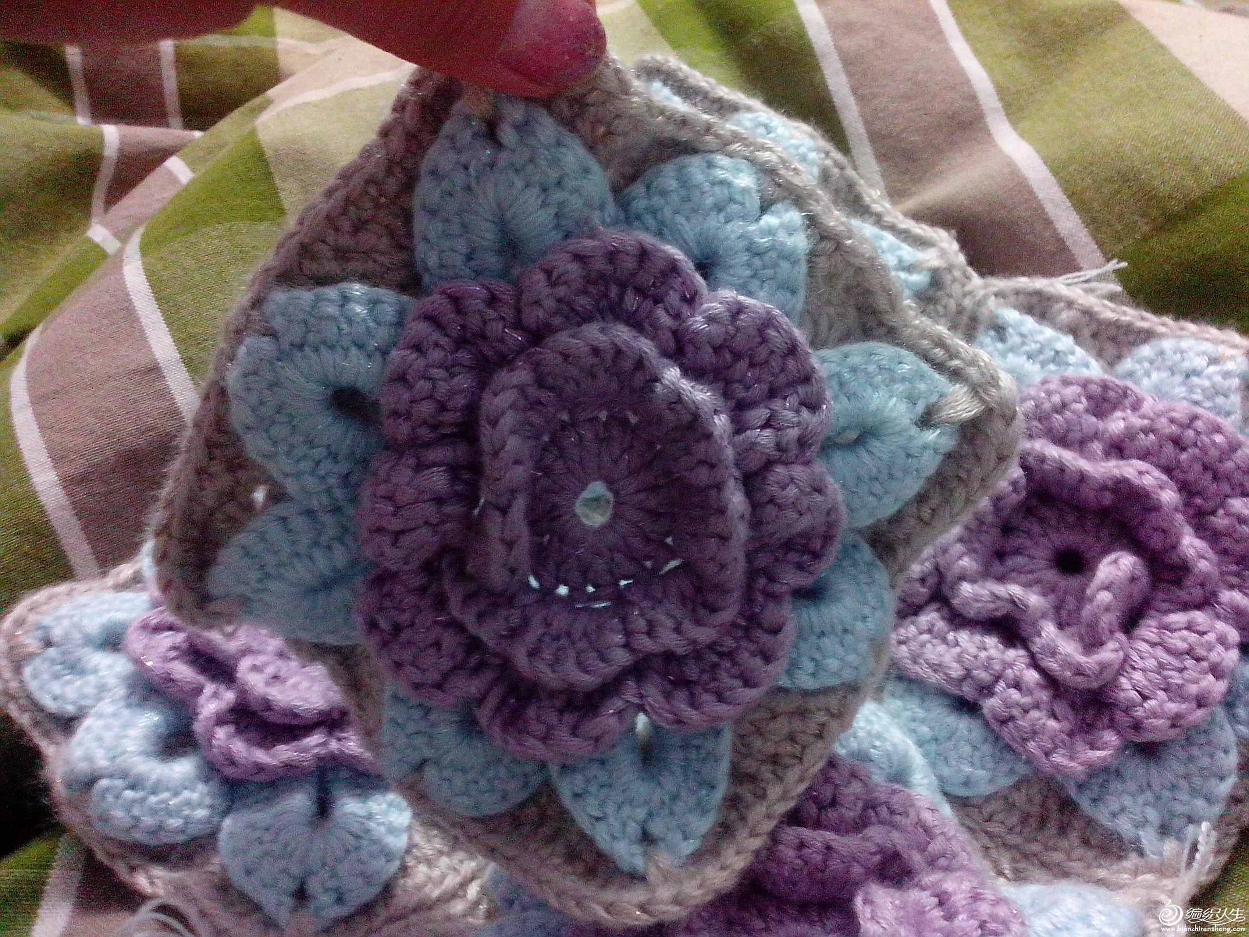 一款夏日花朵包 带详细的钩针讲解高清图片