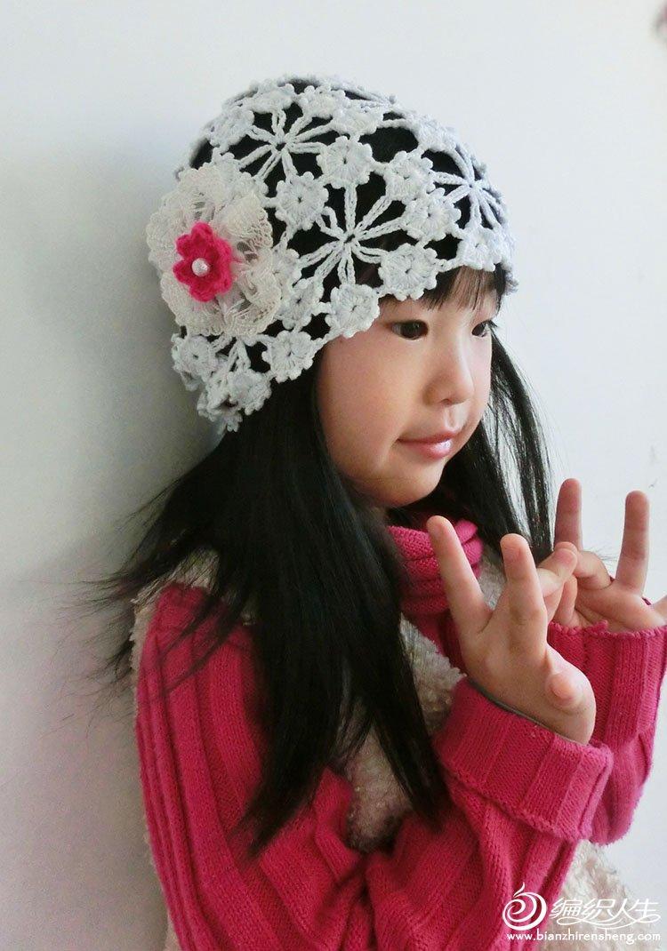 自己编织的可爱小花帽