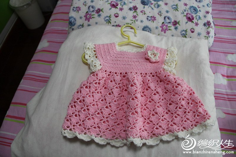 钩宝宝公主裙_[儿童毛衣(钩针)]根据白眼鱼儿的教程仿的小小公主礼服裙  用线:宝宝