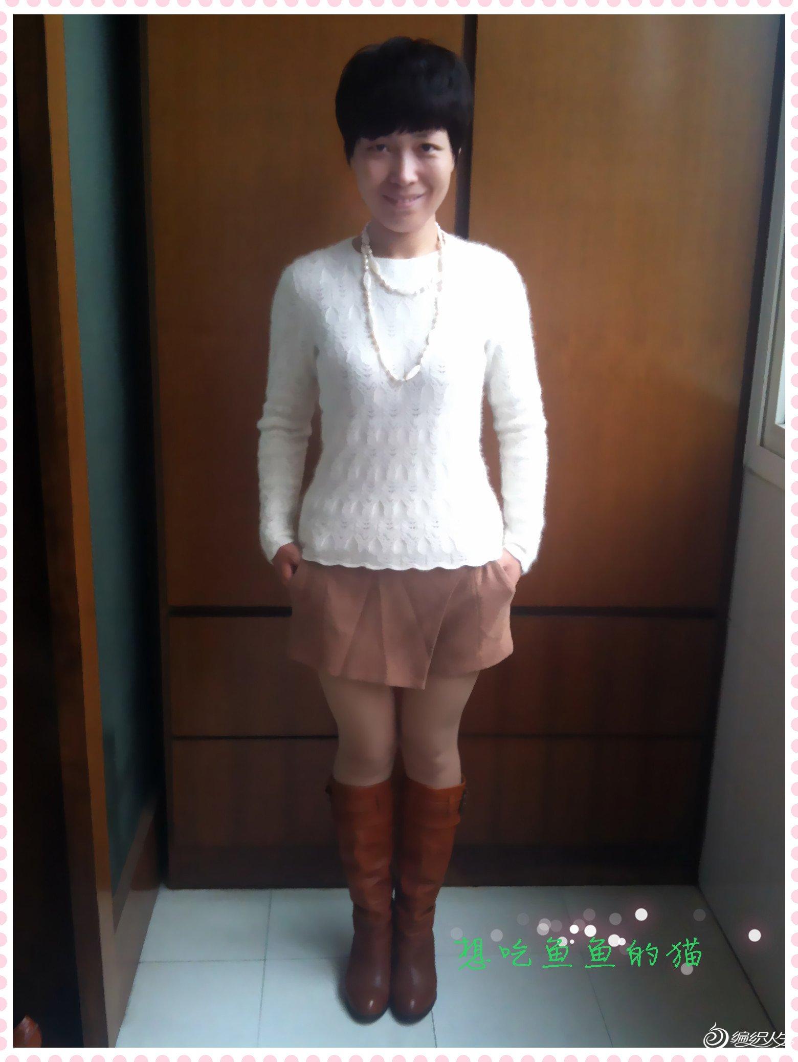 白色镂空圆领毛衣