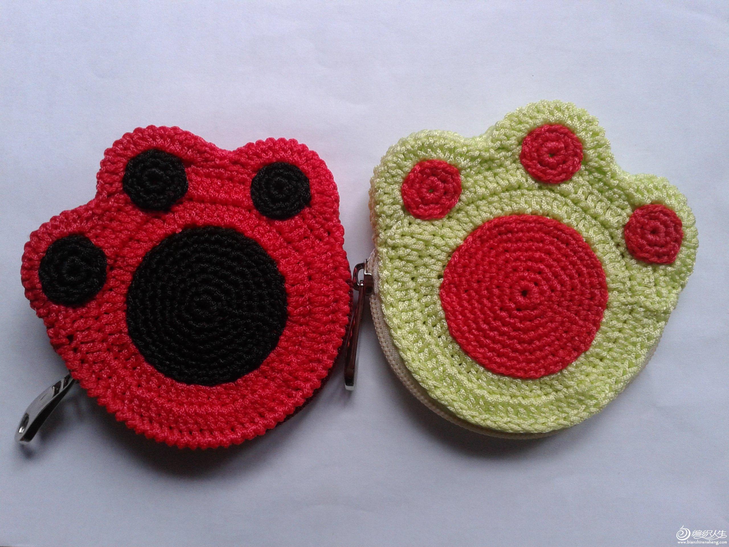 好久没发贴了,先发个小东西看看,这是给女儿和她的同学的钩的零钱包