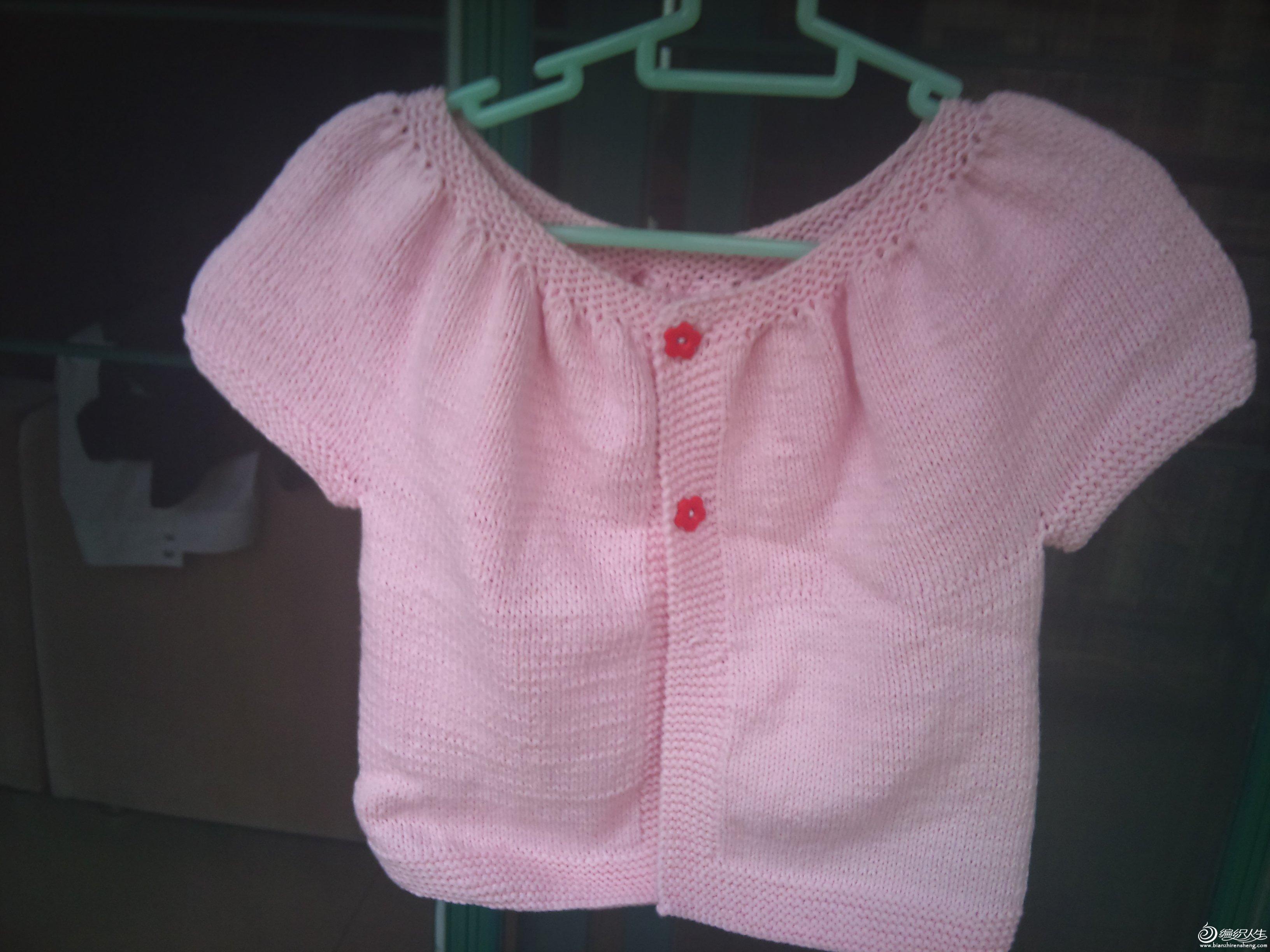 跟织的一件简单可爱婴儿开衫