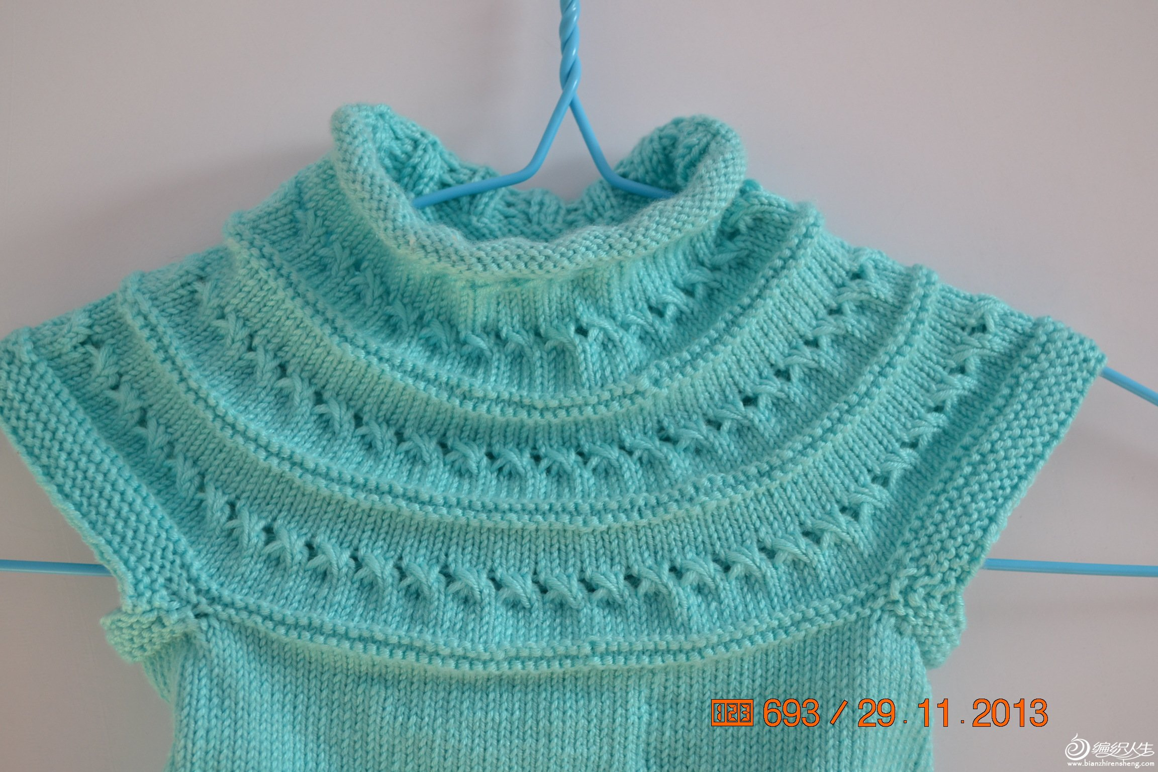 湖蓝色宝宝圆领连衣裙 从上往下织
