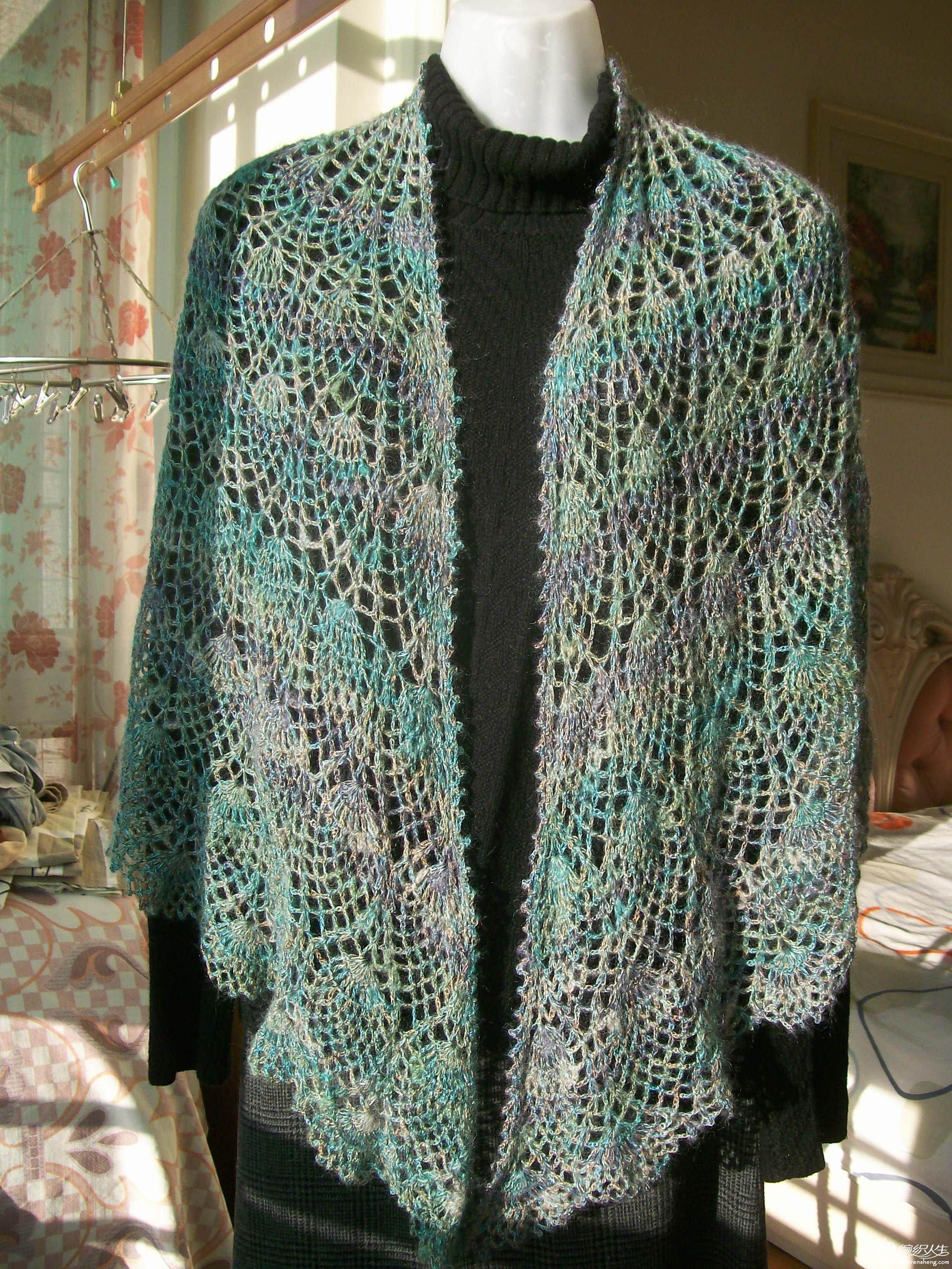 段染马毛与彩丝结合的满天星披肩,售价:120