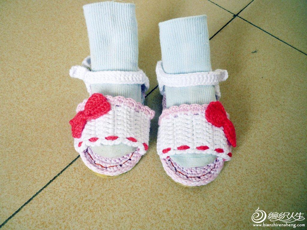给宝贝钩的凉鞋