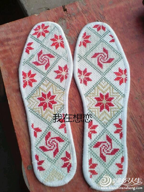 温暖:母女合作的十字绣鞋垫_十字绣图案大全_编织人生