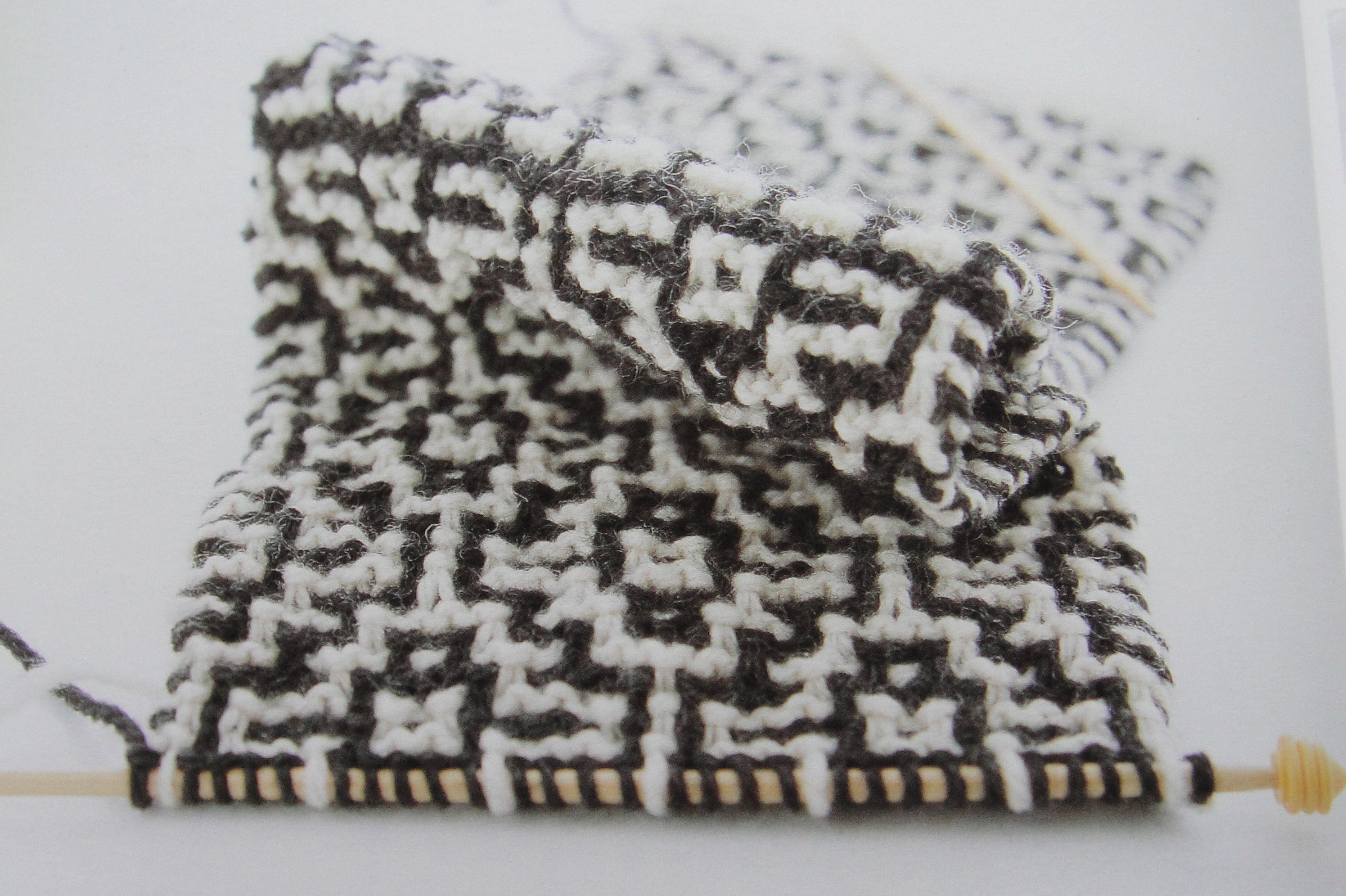 3602730  编织要点:1,起针和两头的5行平针用的针要比织花样时针小