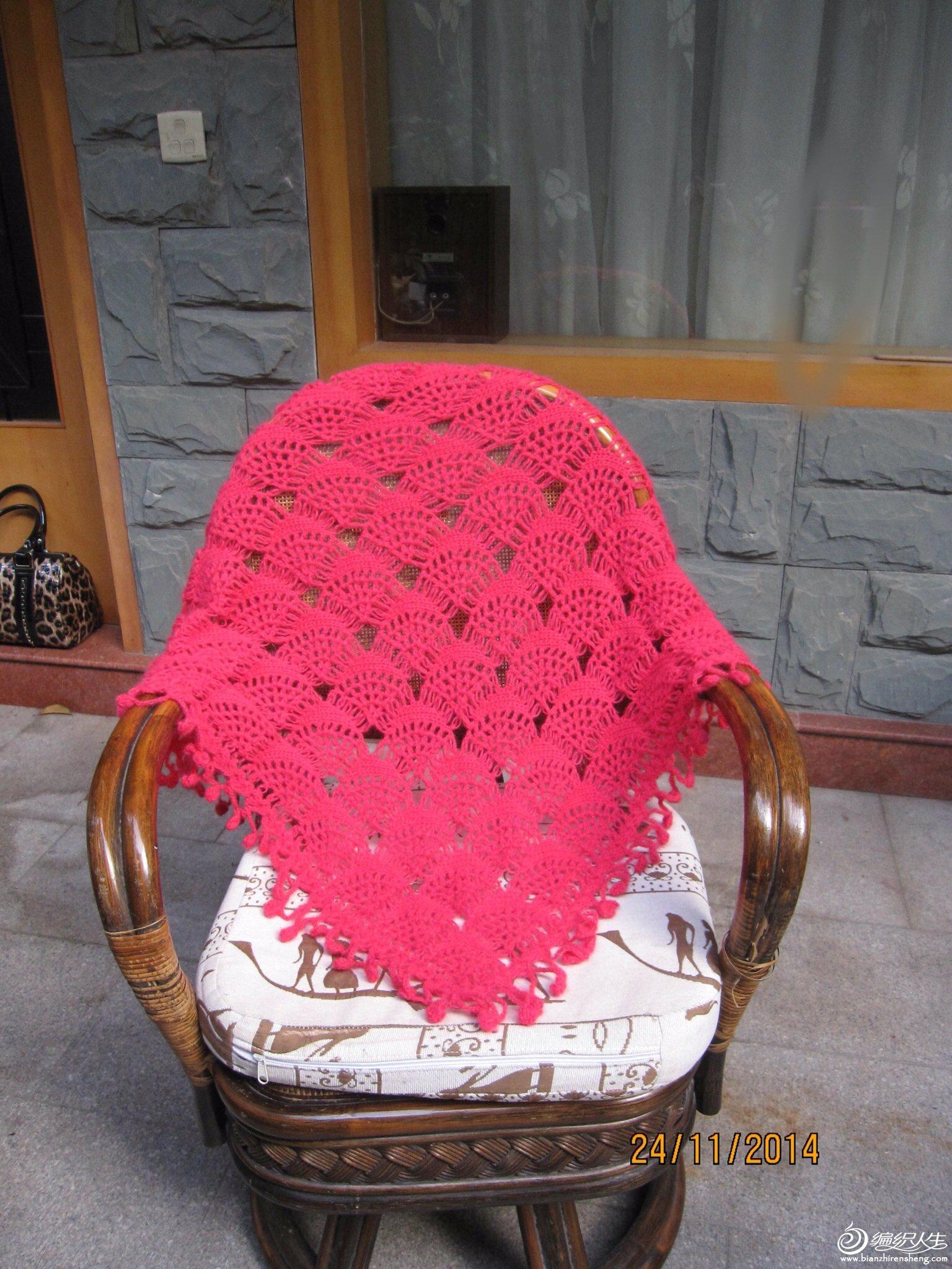 钩针编织作品区 69 披肩围巾帽子(钩针) 69 玫红色扇子花披肩完成