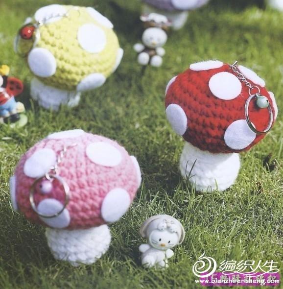 毛线蘑菇小挂件  >>材料   毛线2卷(白色1卷,其他色1卷),白色不织布