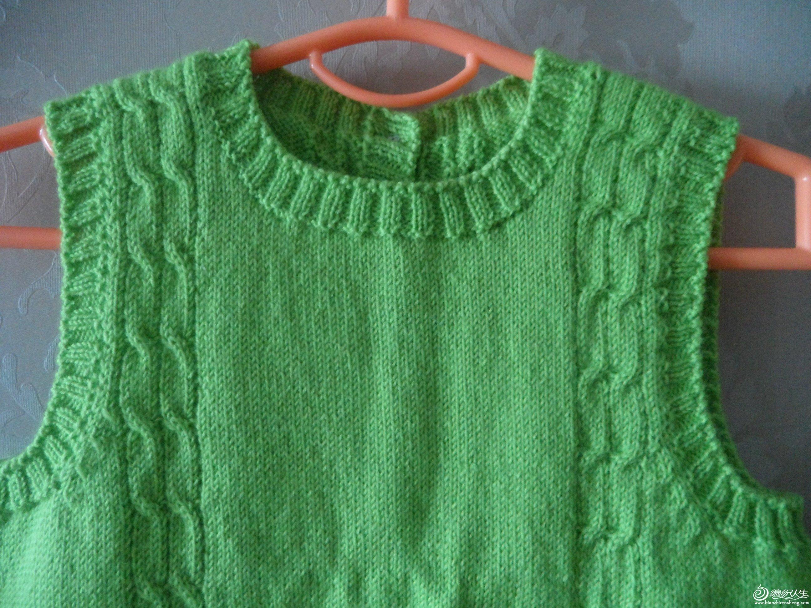 简单好看的绿色反穿麻花小背心