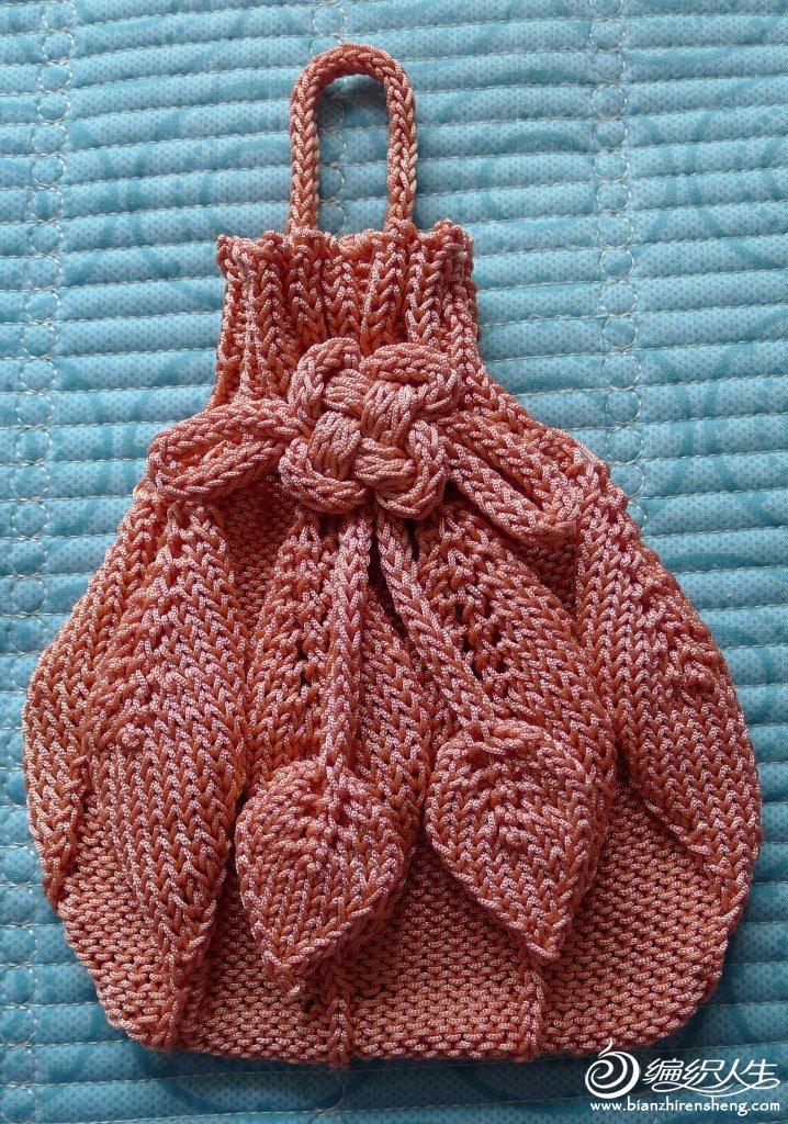 2,开始织8个叶子花(1针正针,9针反针*8),叶子花的织法同网上.