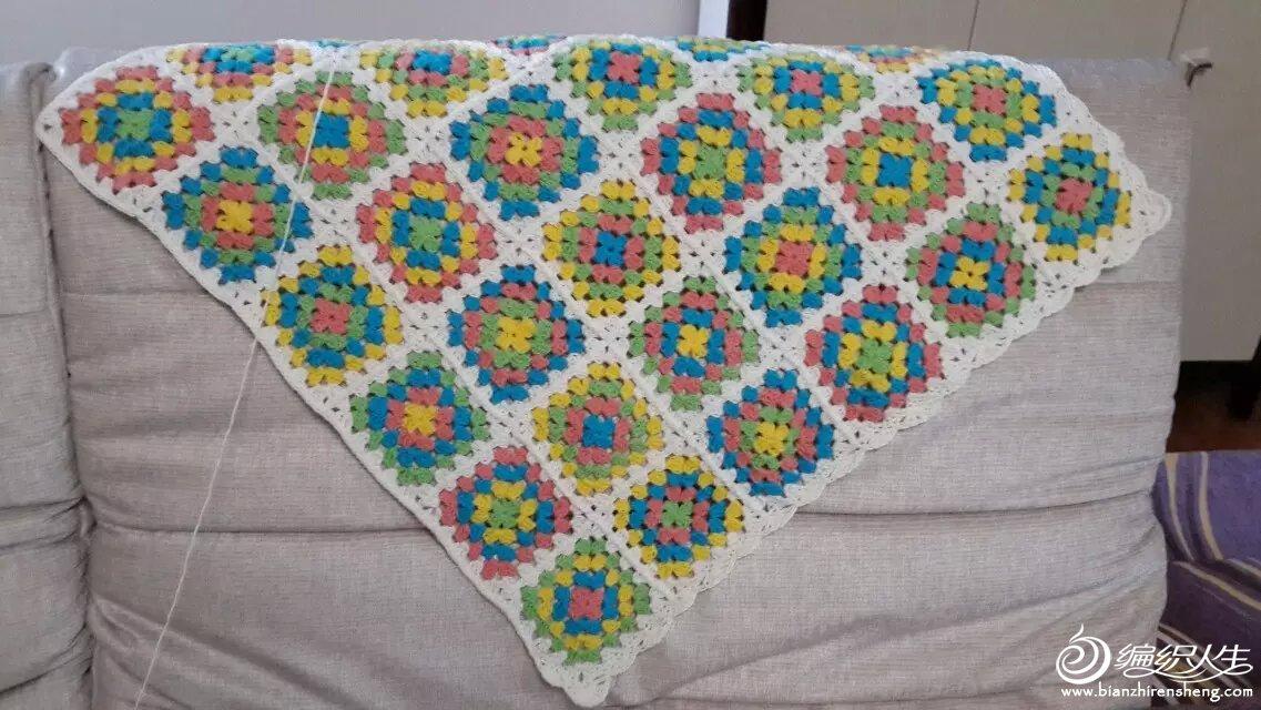 第一次用钩针编织作品,学了经典的祖母方格