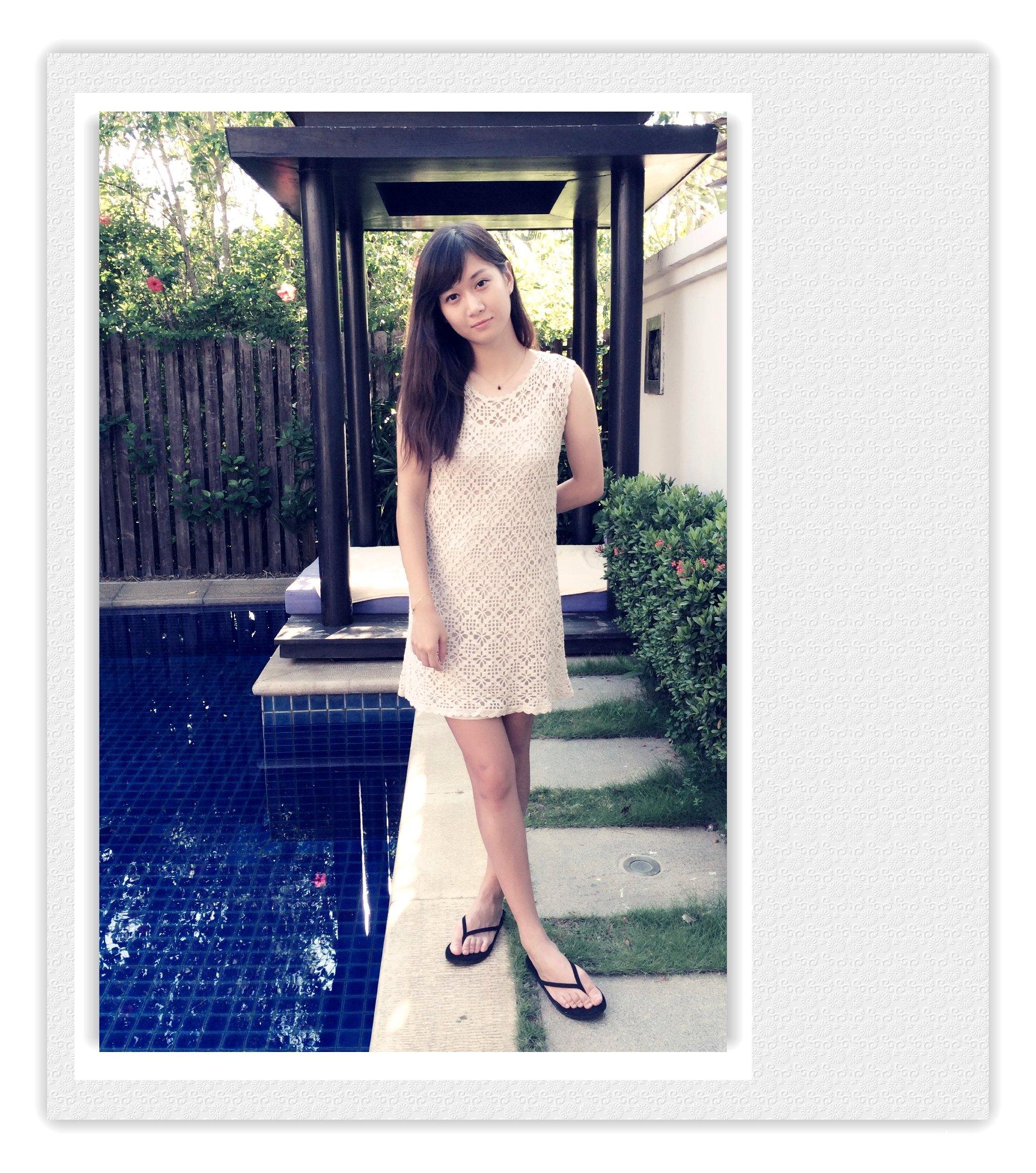 白色钩针连衣裙
