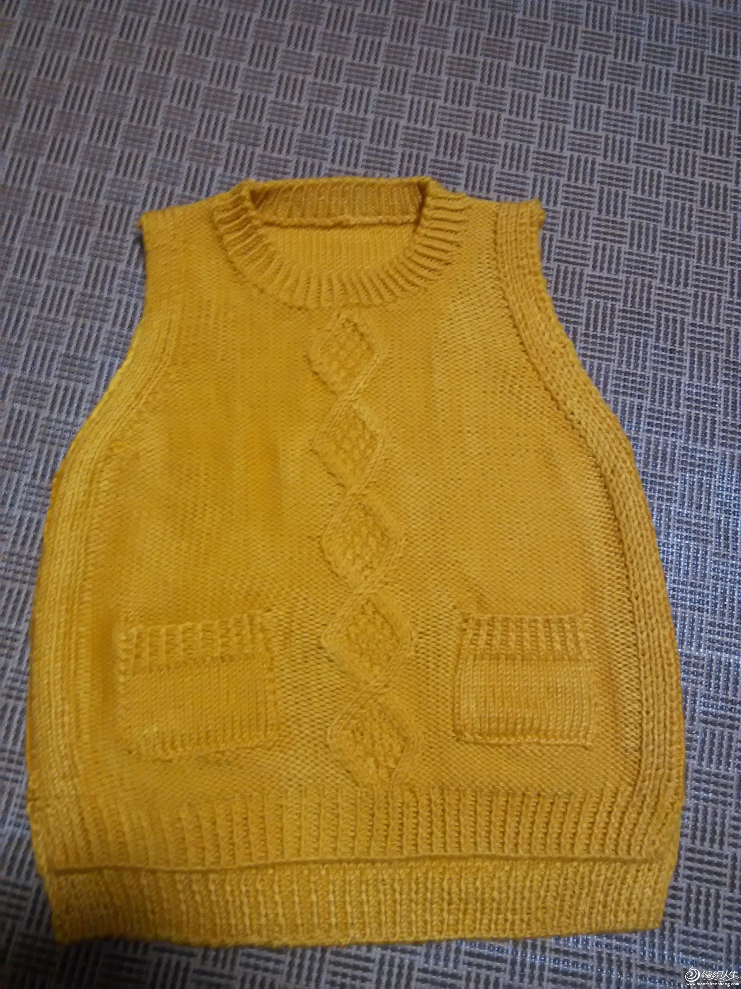 线是七彩虹毛线坊的,很合算,100元买了四合,是同色的,织了好几件还有二盒, 衣服是照乖诺诺的背心,非常漂亮,连织了二件,论坛上去搜一下 薄荷 购线地址是:棉线 儿童宝宝线 巴布豆 进口黄金棉宝宝线(整盒价)-淘宝网