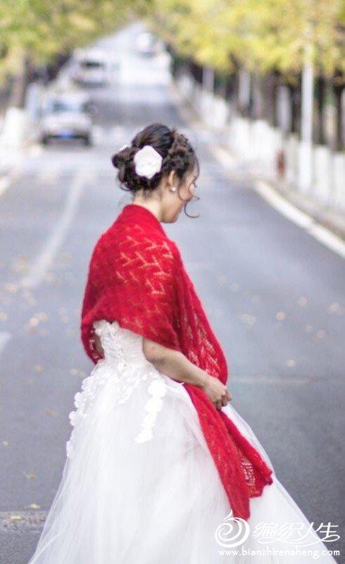 婚纱外披大红蕾丝披肩