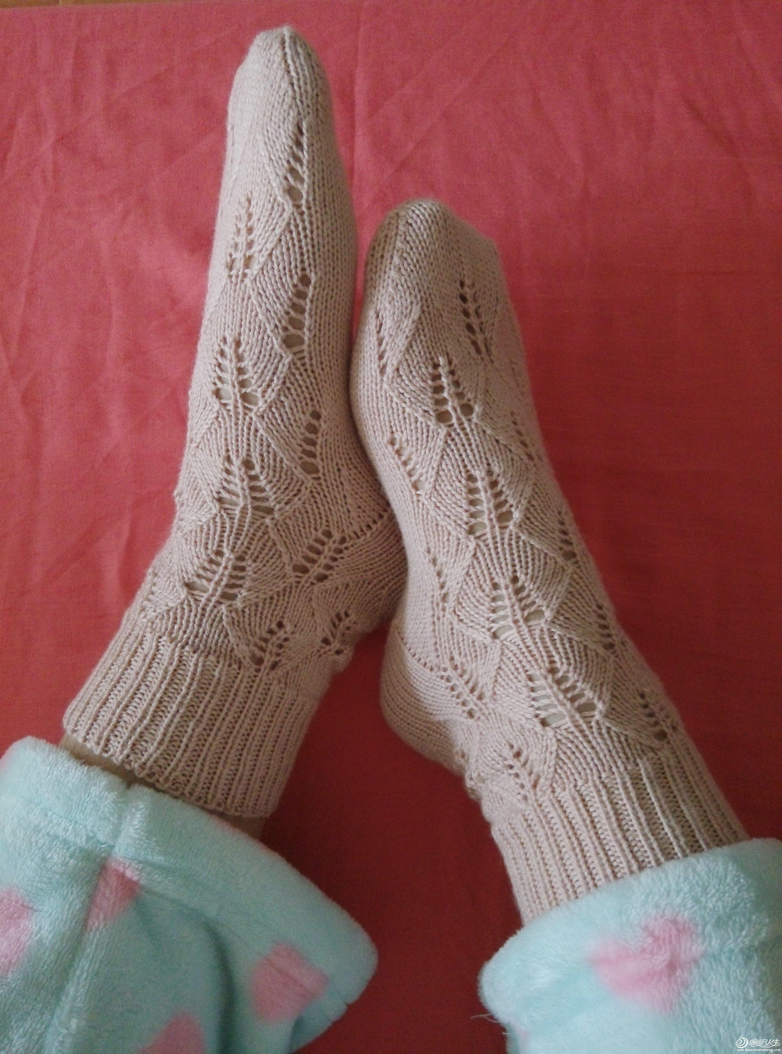 棒针镂空花毛线袜