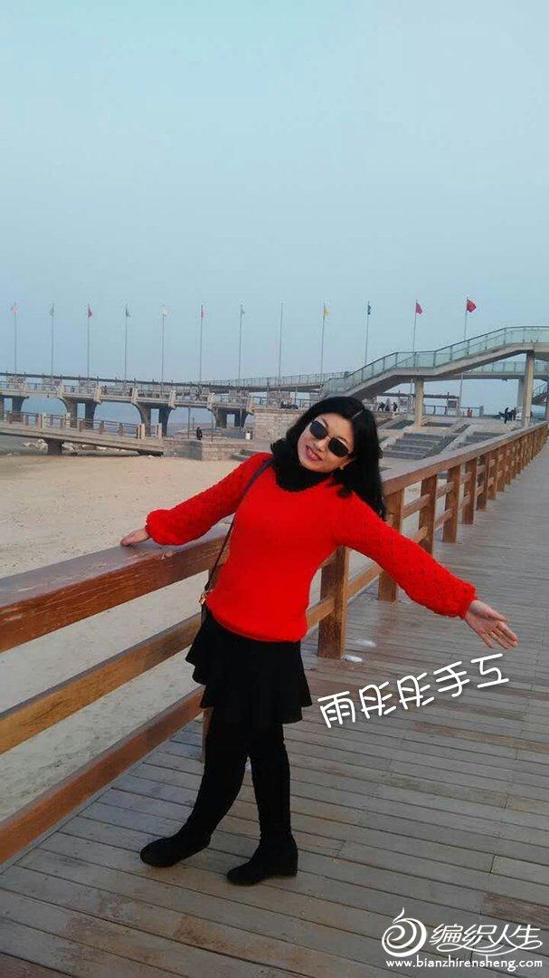 女士红色毛衣