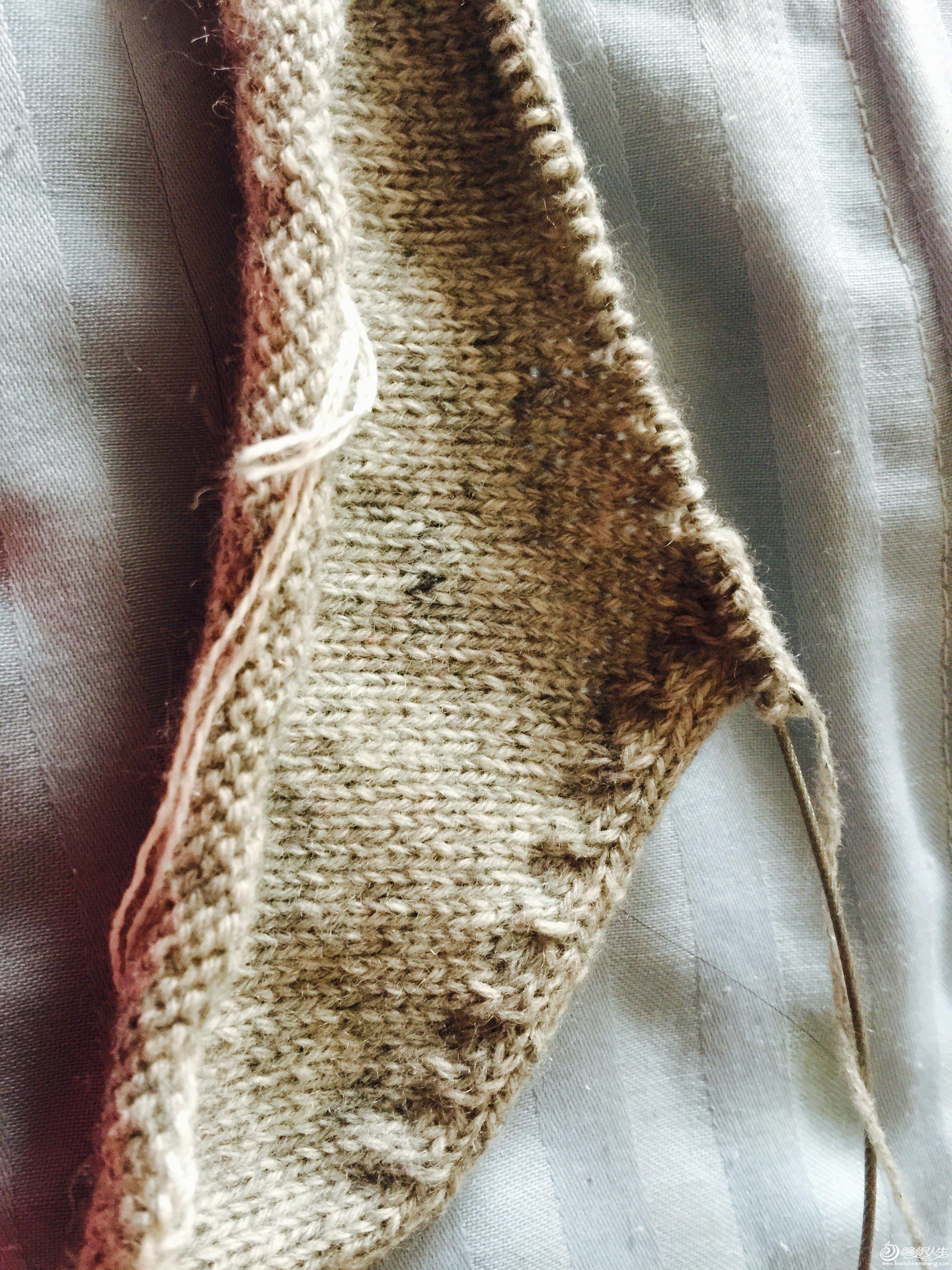 5、织好小燕子斜肩后的样子