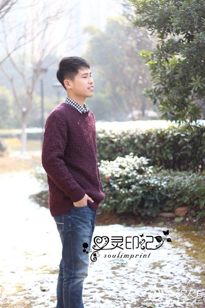 男士圆领毛衣