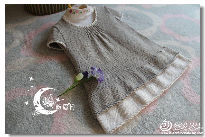 浅灰色宝宝毛线裙