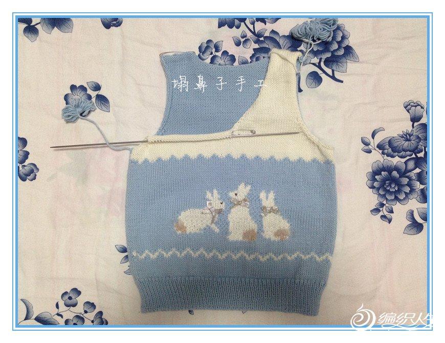 儿童织毛衣教程_手编儿童毛衣款式之云柔棒针小兔图案V领背心-编织教程-编织人生