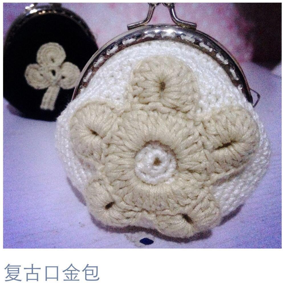 作品介绍: 本期分享一款手工钩针口金包编织图解,蕾丝复古风格的零