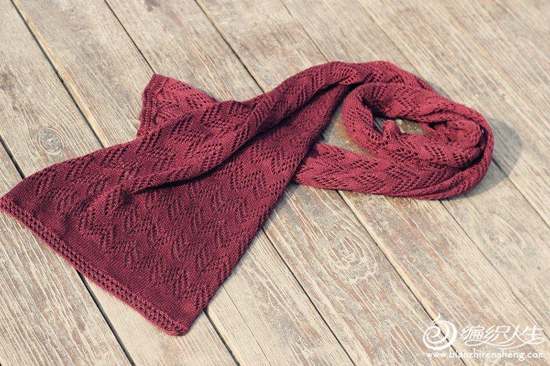 酒红色针织围巾