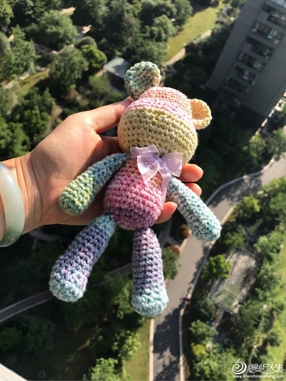 钩针彩虹小熊