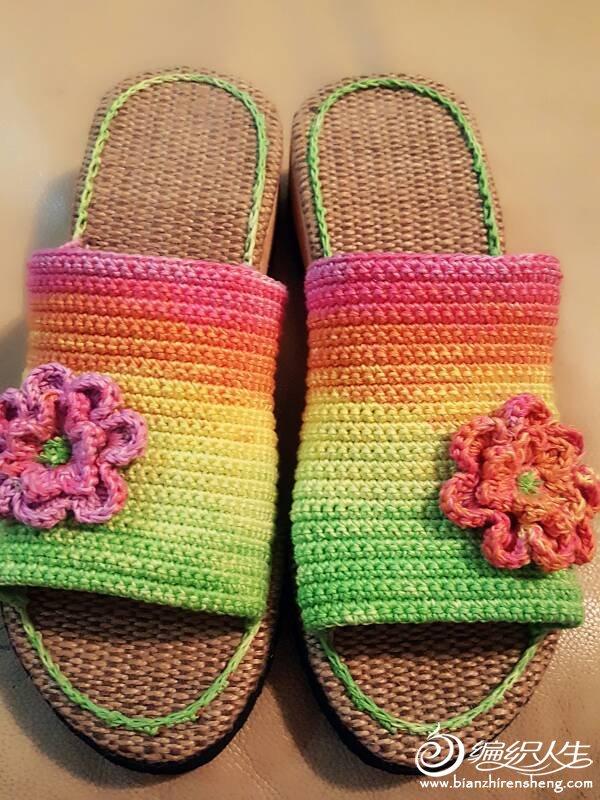 彩虹色钩针拖鞋
