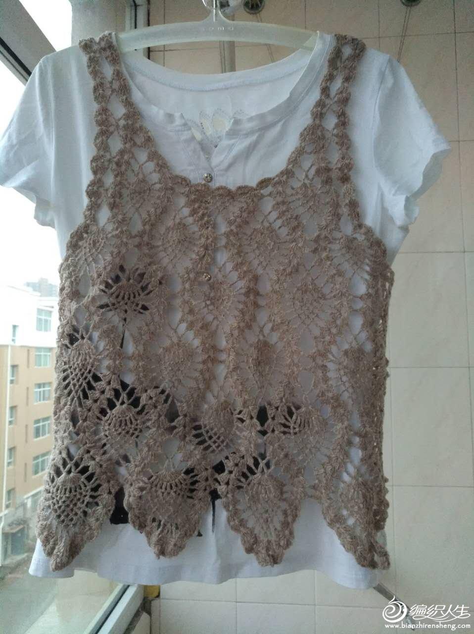 材质羊毛棉混纺,衣长50,胸围82,适合55斤以下的美女