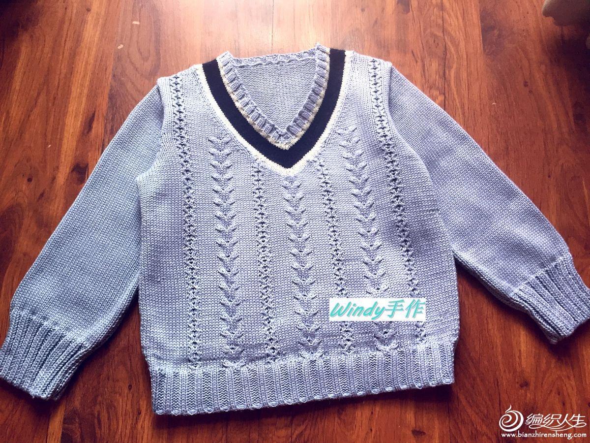 男孩棒针V领毛衣