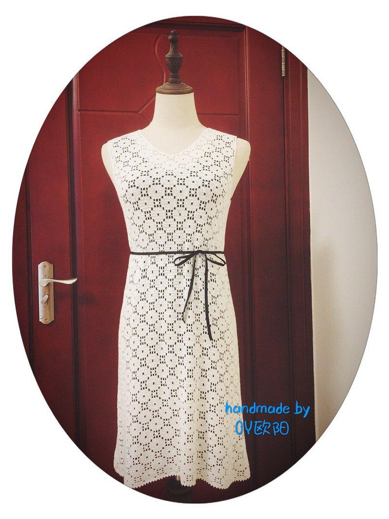 女士钩针V领连衣裙