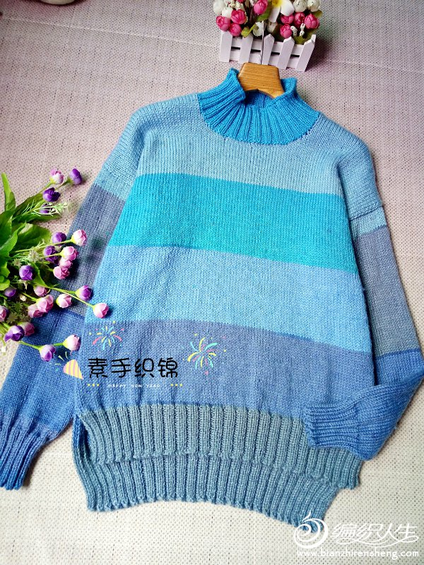 蓝色渐变条纹毛衣