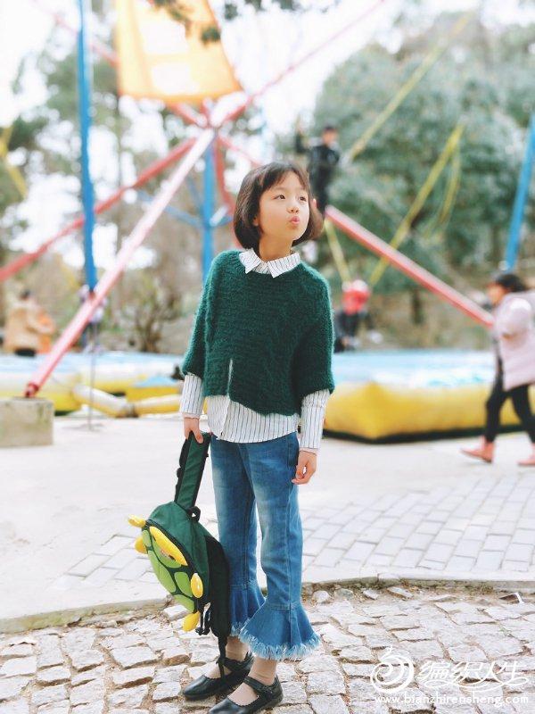 时尚手编儿童毛衣