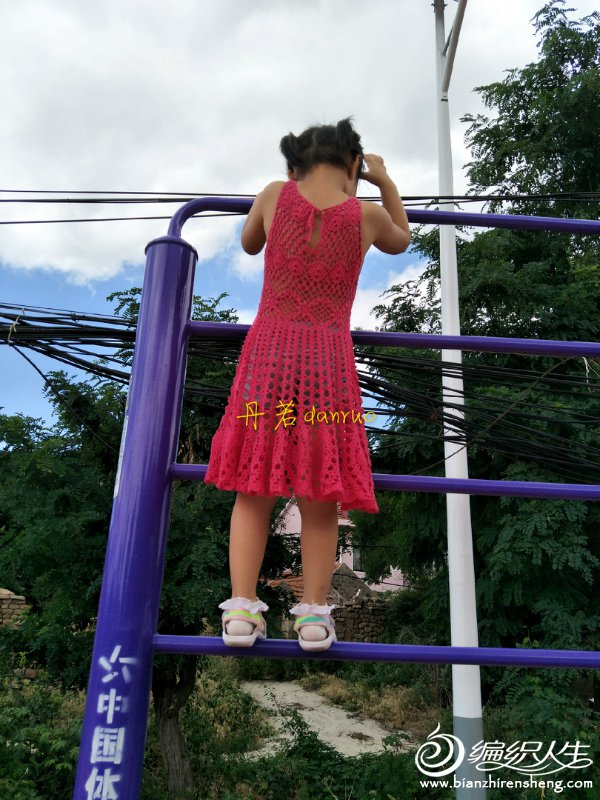 儿童钩花连衣裙