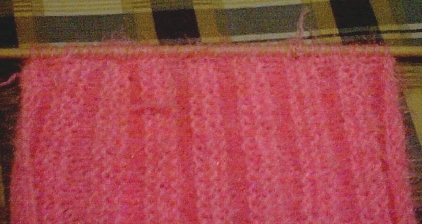 从这里挑40针,每行就两针两针的收,收到剩六七针后,织十行下针,就是绑的地方了。