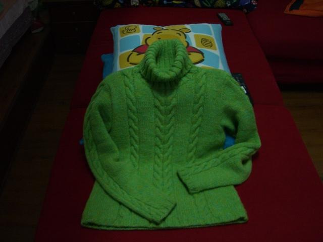 给自己织的一件毛衣,刚刚学的,是个好的开始