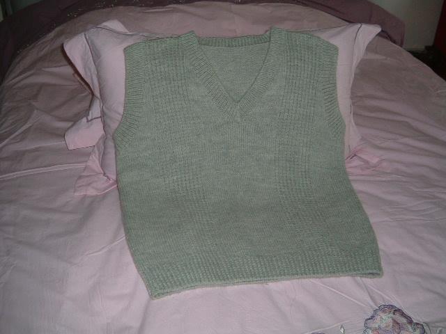我学编织成功的第一件衣衣,对我来说意义重大,老公超级喜欢这件背心