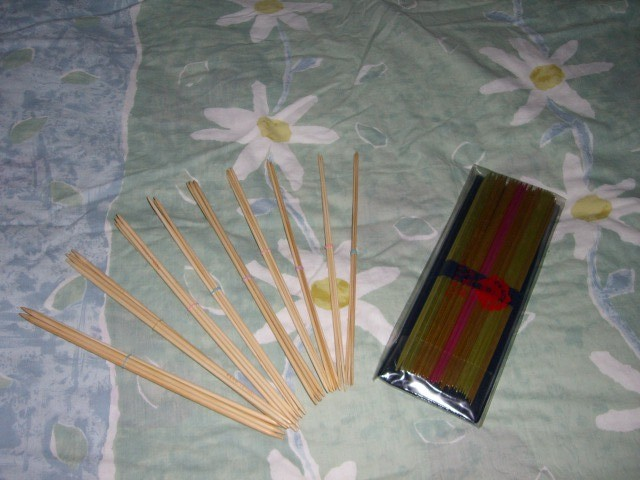 2套短毛衣针,竹子的是小雨妈妈那里买的,金属的是孔雀牌的。虽然很少用到但是也是必不可少的!
