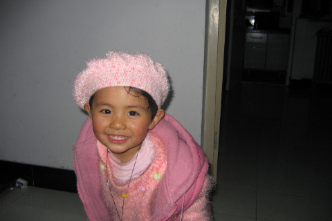 我的女儿,帽子是我钩的