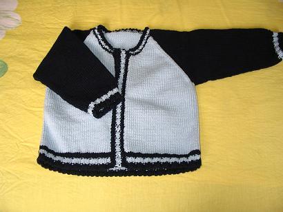 棉线织的,这个插肩可费了牛劲,一针一针算计着织的